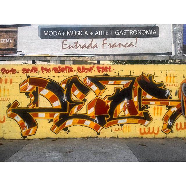 #StreetArtRio Detalhe de mural na Avenida Maracanã, em frente ao Shopping Tijuca, na Tijuca. 1/6 Artista: #DEAR Tirada em 27/03/2016