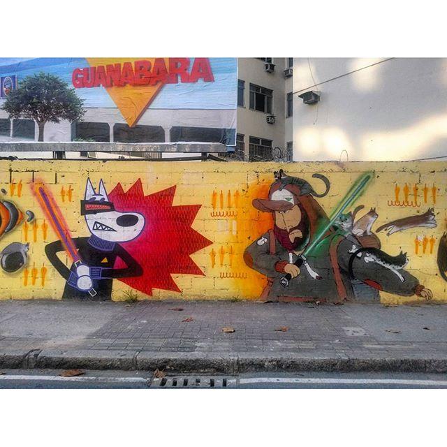 #StreetArtRio Detalhe de mural na Avenida Maracanã, em frente ao Shopping Tijuca, na Tijuca. 3/6 Artistas: @biritaillustration (Birita) e @cazesawaya (Cazé) Tirada em 27/03/2016