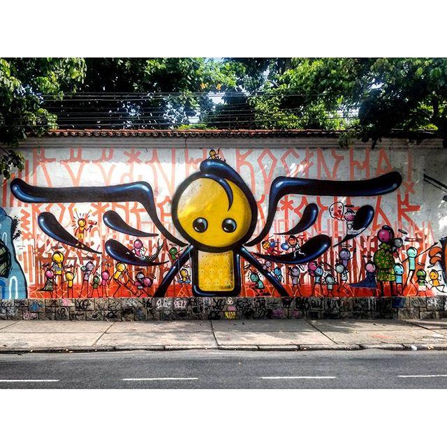 #StreetArtRio Grafite na Rua Jardim Botânico próximo à esquina com a rua Oliveira Rocha, no Jardim Botânico; 1/9 Artista: @warkrocinha (Wark da Rocinha) Tirada em 13/01/2016