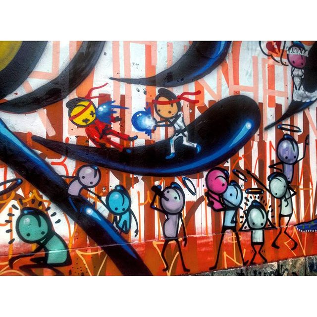 #StreetArtRio Grafite na Rua Jardim Botânico próximo à esquina com a rua Oliveira Rocha, no Jardim Botânico; 2/9 Artista: @warkrocinha (Wark da Rocinha) Tirada em 13/01/2016