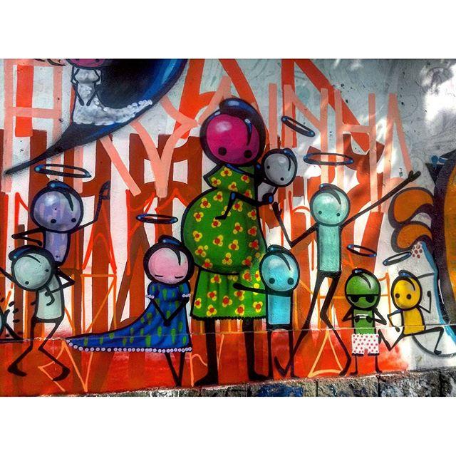 #StreetArtRio Grafite na Rua Jardim Botânico próximo à esquina com a rua Oliveira Rocha, no Jardim Botânico; 3/9 Artista: @warkrocinha (Wark da Rocinha) Tirada em 13/01/2016