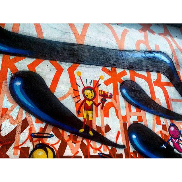 #StreetArtRio Grafite na Rua Jardim Botânico próximo à esquina com a rua Oliveira Rocha, no Jardim Botânico; 7/9 Artista: @warkrocinha (Wark da Rocinha) Tirada em 13/01/2016