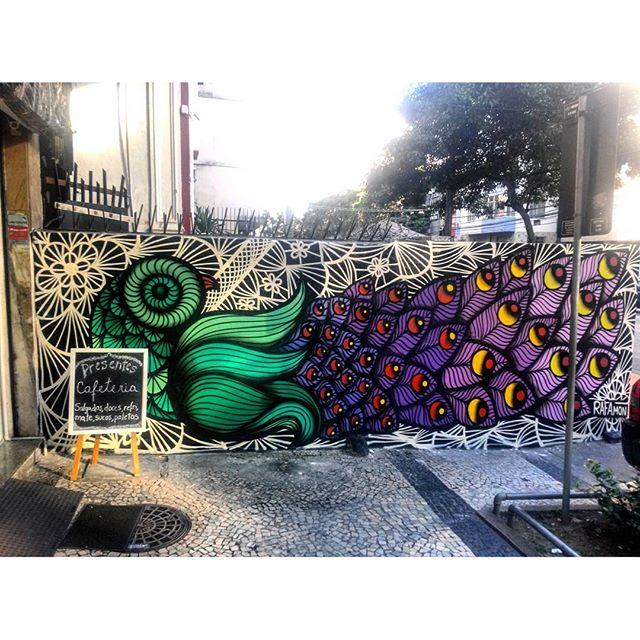 #StreetArtRio Grafite na Rua Mariz e Barros, perto do Extra Artista: @_rafamon_ (Rafaela Monteiro) Tirada em 13/04/2016