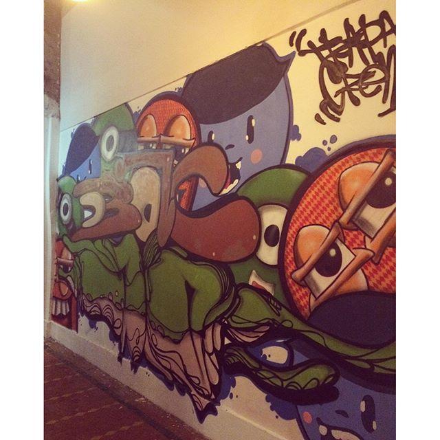 Turma reunida na casa Nova ali no Grajau one o one coworking #oneonecoworking #instaart #spray #riodejaneiro #rj #instagraffiti #graffiti #graffite #artederua #art #artist #urbanart #graffitibrazil #graffitebrazil #loveart #spraypaint #streetart #freestyle #graffitirj #graffrio #rua #mtn #hiphop #streetartrio #ruasdazn #trapacrew #tafaltandomuro