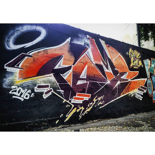 V E N T O T E R R A L No susto com o @surtoclan #fame #tijuca #letra # letter #streetart #streetartrio #nrvo #graffiti # riodejaneiro