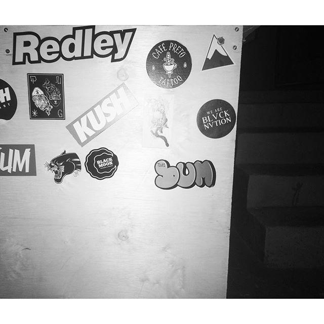 #dum #instagrafite #graffiti #graffitiart #montana94 #colorgin #artederua #arteurbana #graffiticarioca #tag #welovebombing #vandalism #streetart #streetartrio #riodejaneiro #rj #zonasul #bomdia