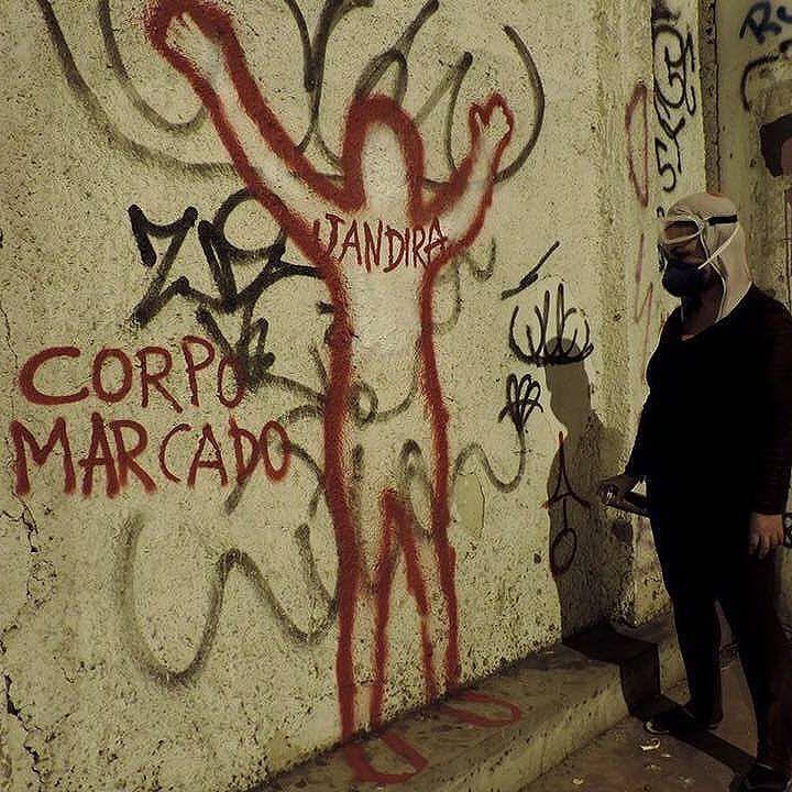 Performance Corpo Marcado de Mariana Maia.  #AfroGrafiteiras #RedeNami #StreetArtRio #Grafiteiras #Corpo #extermíniodajuventudenegra #exterminiodajuventudenegra #femicidio #streetart #performance