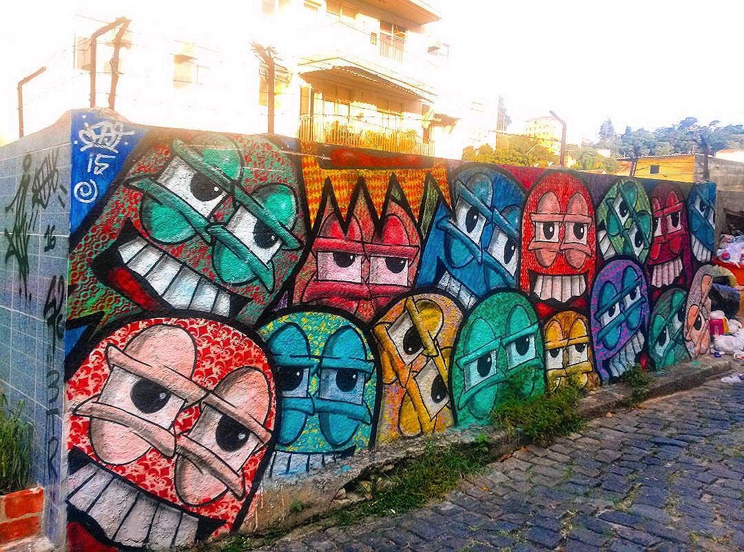 #StreetArtRio  Grafite na Ladeira do Castro, em Santa Teresa; 1/8  Artista: @castleonardo (Cast)  Tirada em 02/04/2016