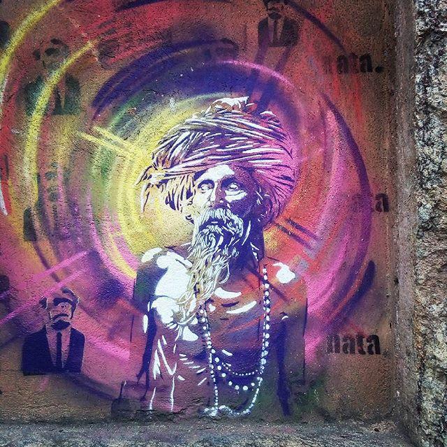 By @natafamilia. Rio de Janeiro. 30/04/2016 | vandalogy #streetartrio #streetart #riodejaneiro #spraypaint #santateresa #graffiti #stencil #stencilart #natafamilia lia