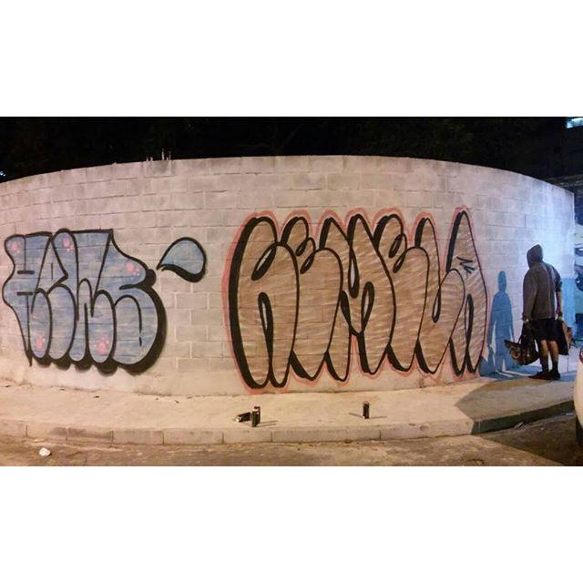 Pra não passar batido o aniversário do meu mano @rews_1v1s1dc , mandei meu primeiro bomd do ano. Do tamanho que eu gosto: big bomb! #streetart #streetartrio #bomb #graffiti #riodejaneiro #welovebombing #tags #remela #vandal #madrugada