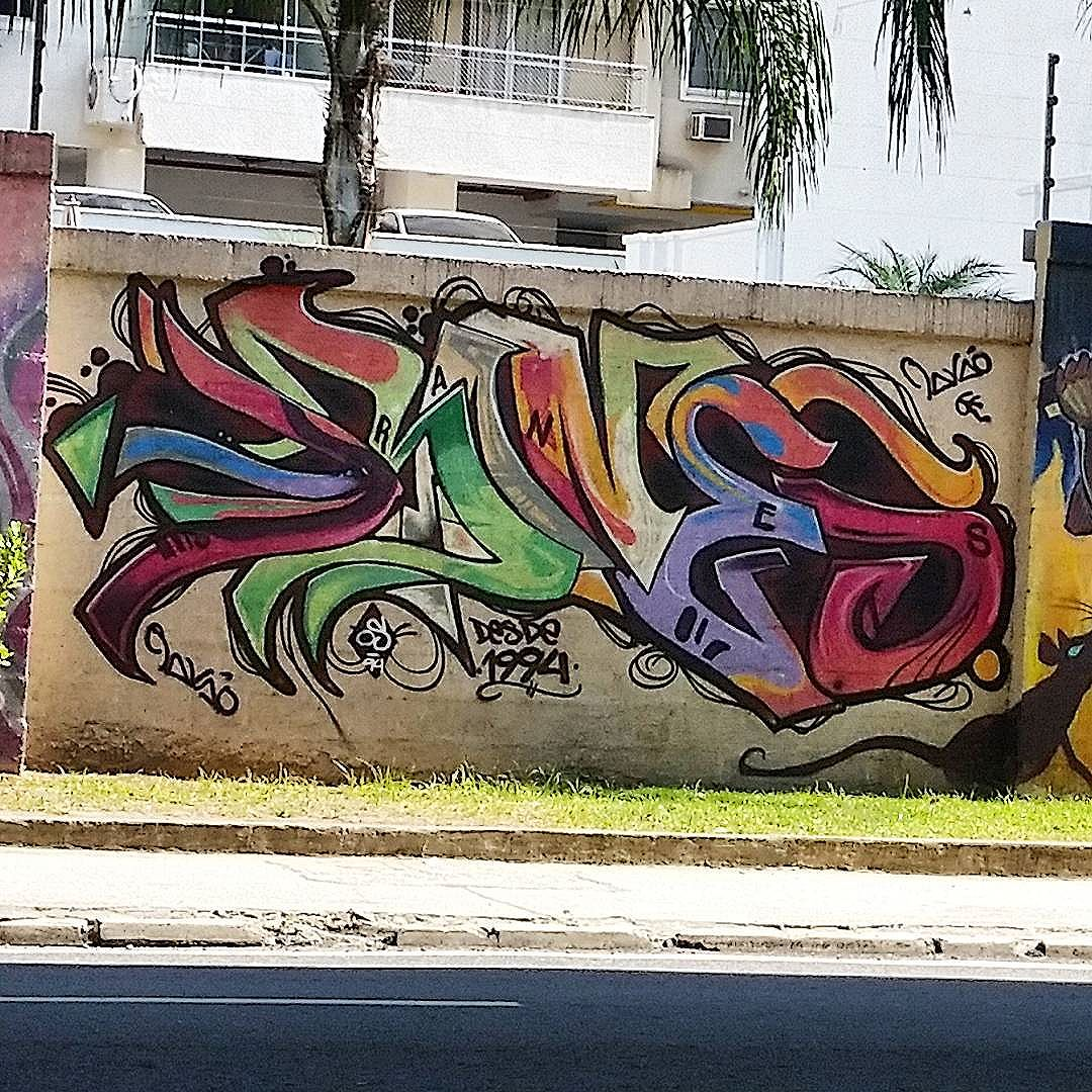 AVENIDA PAULO DE FRONTIN - RIO COMPRIDO - RIO DE JANEIRO - RJ  #graffiti #graffitiart #graffitiwall #streetculture #streetphotography #streetstyle #urbanart #spraypaint #graffitirio #StreetArtRio #muros #artederua #streetart #arteurbana #welovestreetart #mural #streetartfiles #graffart  #spraypaint #graff #wallart #olheosmuros  #graffitilegends #streetartofficial #streetarteverywhere #streetartistry #stickerart #urbanwalls #instagraffiti #spraycanart #graffitiporn