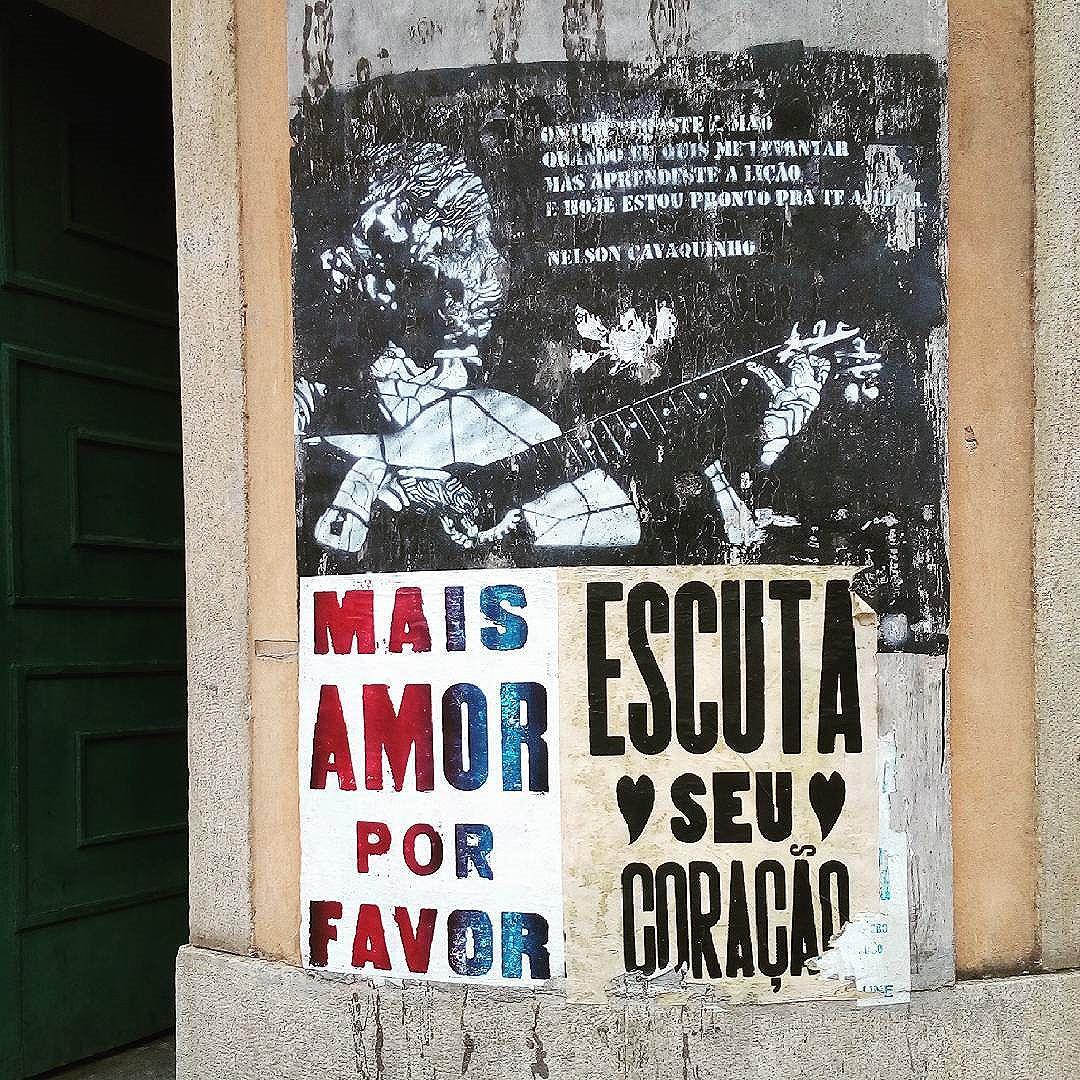 By @tadeunak. Rio de Janeiro. 30/04/2016 | vandalogy #streetartrio #streetart #riodejaneiro #santateresa #graffiti #nelsoncavaquinho #maisamorporfavor #lambelambe #stencil #stencilart