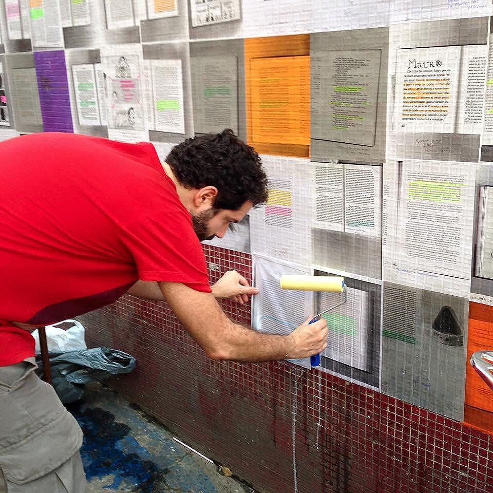 Cada página uma nova janela. Um novo tijolo na nossa obra. Foto de @cazesawaya #Paginário #streetartrio #paginario #streetart #mural #literatura #livros #ladeiradocastro #youdoart #streetwriter #books #riodejaneiro #streetarteverywhere #collage #glue #page #cidade #arteurbana #artederua #rj #brazil