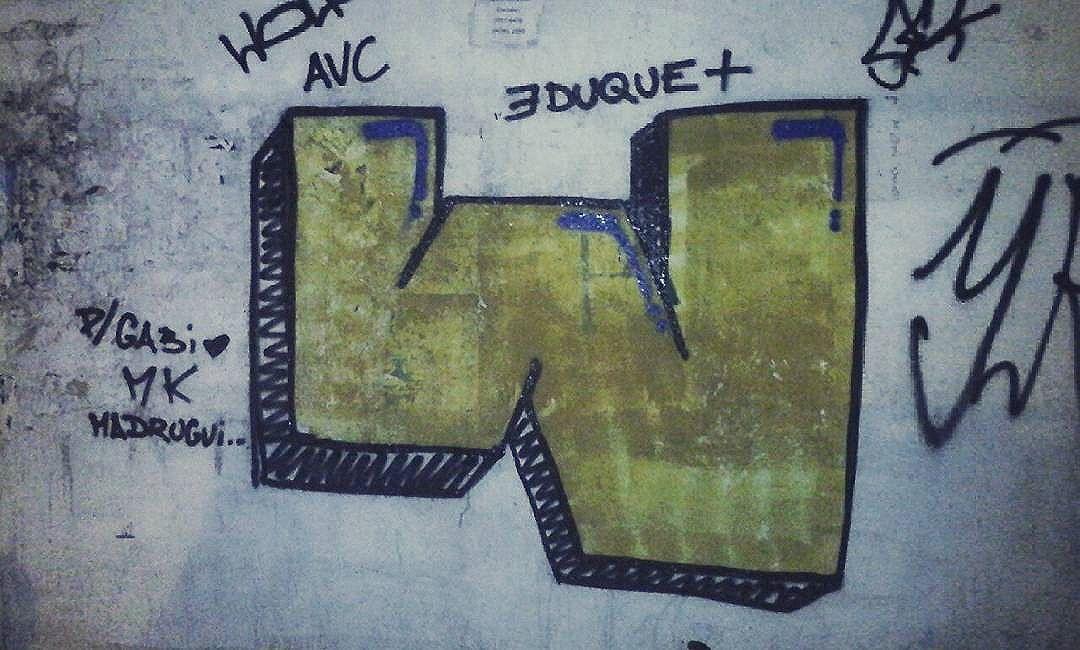 #calvinwolf  #wolf  #vandal  #letter  #graffiti  #instagrafite  #streetartrio  #AVCrew  #bomb  #graffitirj  @gabvsls ♡