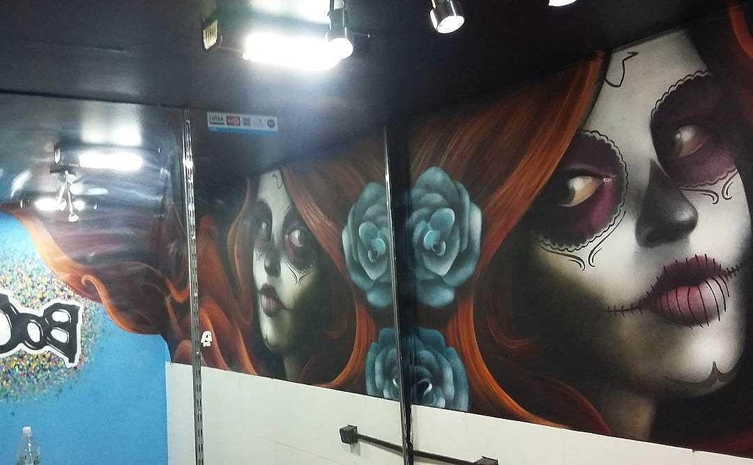 Catrina  #graffiti #streetart #streetartrio #tattoo #catrina #lacatrina #boomproarte #studiotattoo #spraypaint  #spray #gilzin #gilfaria #gilzinfaria #RJ #riodejaneiro #culturamexicana  #colors #espelho #reflexo
