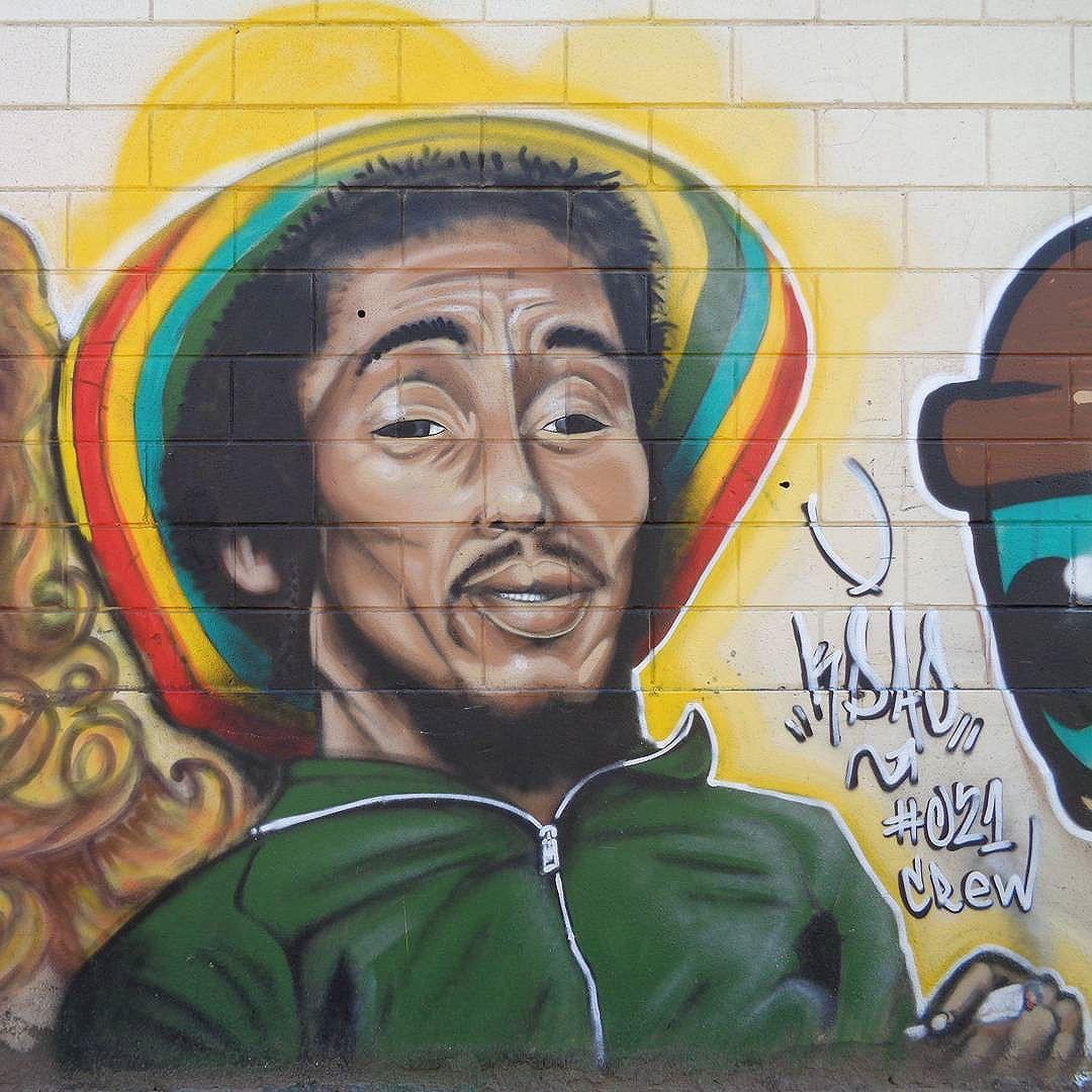 Graffiti art by @fmlgraffiti . #021crew #streetartrio #graffitiart #streetart #artederua #urbanart #arteurbana #bobmarley #rastaman #rastafari #reggaemusic #dianacionaldoreggae