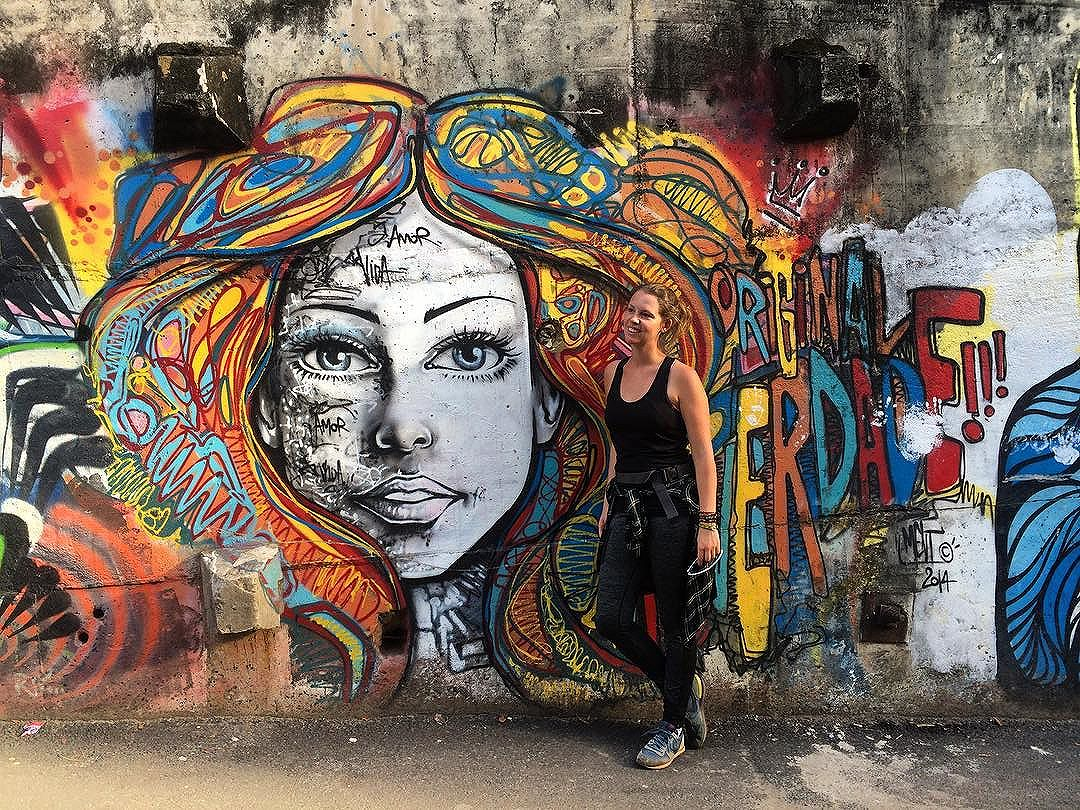 Hike to Sunrise 16/05 Sunrise 6:21  The sunrise hike is only a part of the tour, pass through the community of Vidigal is also amazing, especially for street art,  like this one from @marceloment  #hiketosunrise #rio #riodejaneiro #southamerica #streetart #streetartrio #porainorio #vidacarioca #brasil #vidigal