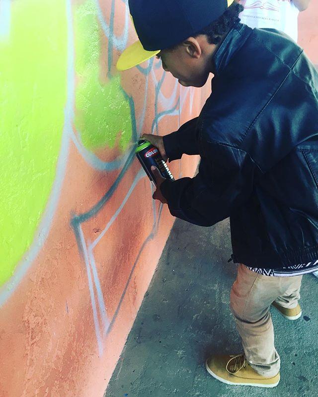 Hoje foi dia de graffiti em uma escola ocupada em Piabetá onde os alunos estão reivindicando melhores condições de estudo. #pandronobã #ocupaescola #ocupabalthazar #streetartrio 2016