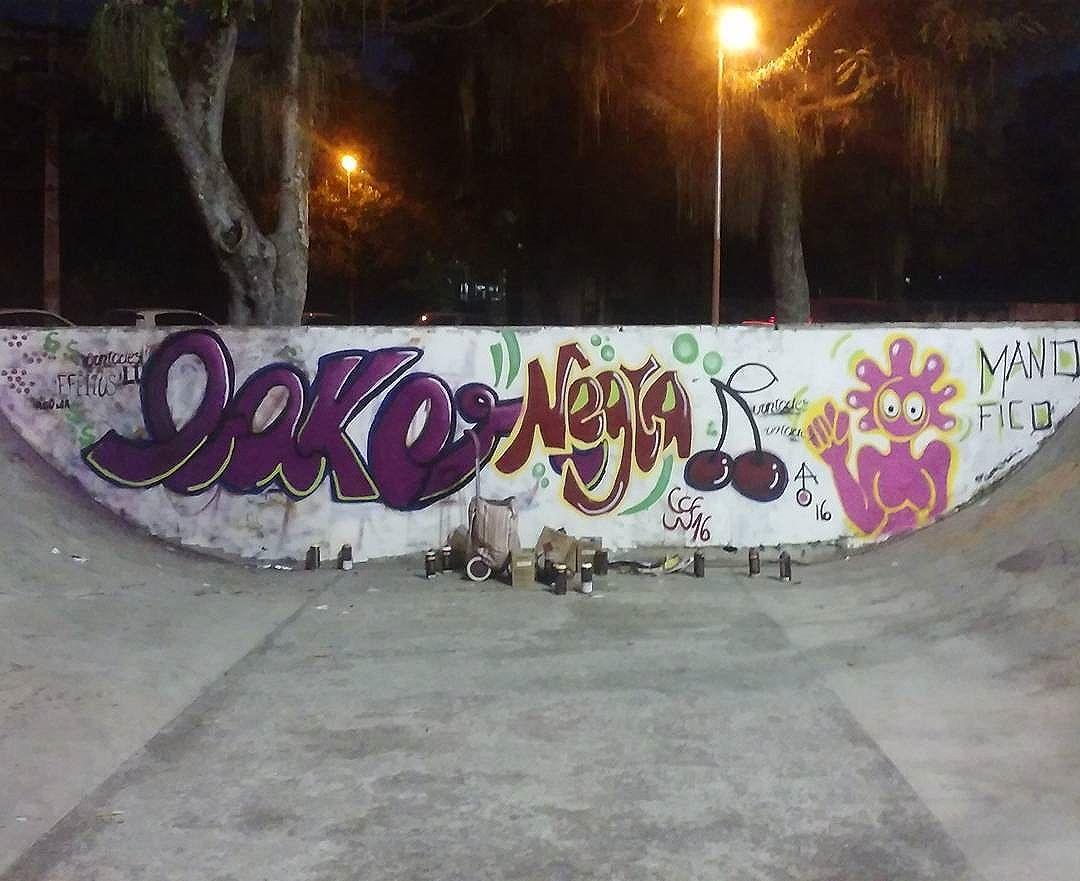Intervindo na pista de Skate em Santa Cruz... Baker, Ato e Negra. Zona Sul e Norte nada, viva  a Nossa Zona OESTE! #zonaoesterj #graffitirj. #errejota #streetartrio