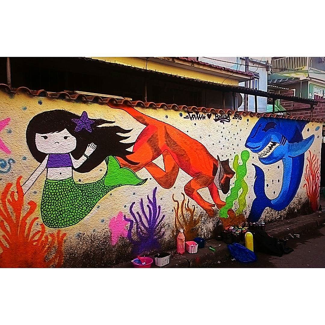 Mais uma vez agradeço a Comunidade da 5 Bocas e ao amigo @tokaya_cinco_estrelas pelo convite !!! #graffiti #bomb #throwup #tagsandthrows #throwie  #rjvandal #arteurbana #urbanart #estreetart #riodejaneiro #macacoquente #hotmonkey  #amantesdotraçooculto #lovershiddenfeature #novaera #newage #StreetArtRio #vandalovers #ILoveBombing #fundodomar #seabed #sereia #mermaid #macacomarinho #seamonkey #tubarao #shark #diadotrabalhador #labourday