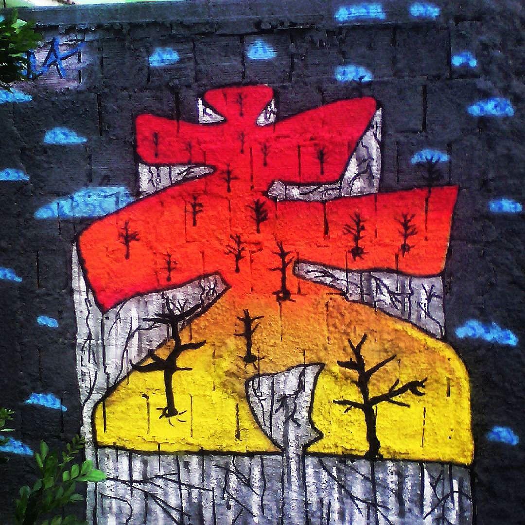 Minha rua minha galeria!  #instaart #spray #riodejaneiro #rj #instagraffiti #graffiti #graffite #artederua #art #artist #urbanart #graffitibrazil #graffitebrazil #loveart #spraypaint #streetart #freestyle #graffitirj #graffrio #rua #mtn #hiphop #streetartrio #ruasdazn #tafaltandomuro
