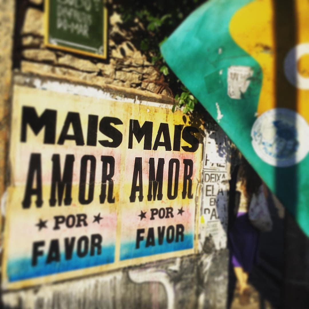 #moreloveplease #streetartrio #santateresa
