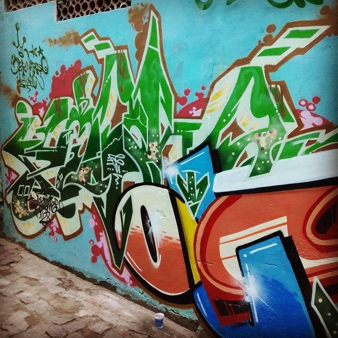 Mutirão Barra/Macaé.. Continuação outro ângulo... @alancrono  com @cristianoousado EstiloCaretaCrew Blackpower128. #wildstyle #graffiti #graffiti #graffitiart #graffitibrasil #instagrafite #streetartrio #art #colorgin