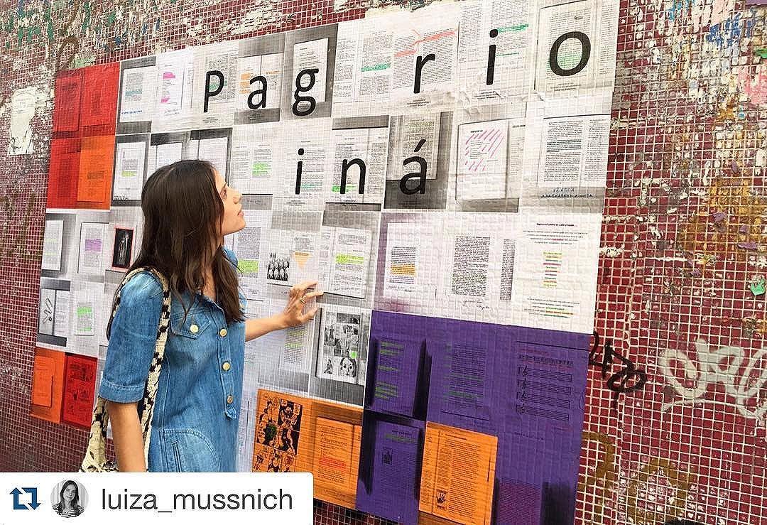 Nosso mural, em sua primeira fase, sendo apreciado pela escritora @luiza_mussnich, que contribuiu com algumas páginas da sua biblioteca afetiva e apareceu lá para conferir esta primeira etapa do trabalho. Valeu, Luiza! #Paginário #paginario #streetart #streetartrio #ladeiracastro #riodejaneiro #brazil #aruafala #oqueasruasfalam #arteurbana #youdoart #streetarteverywhere #globalstreetart
