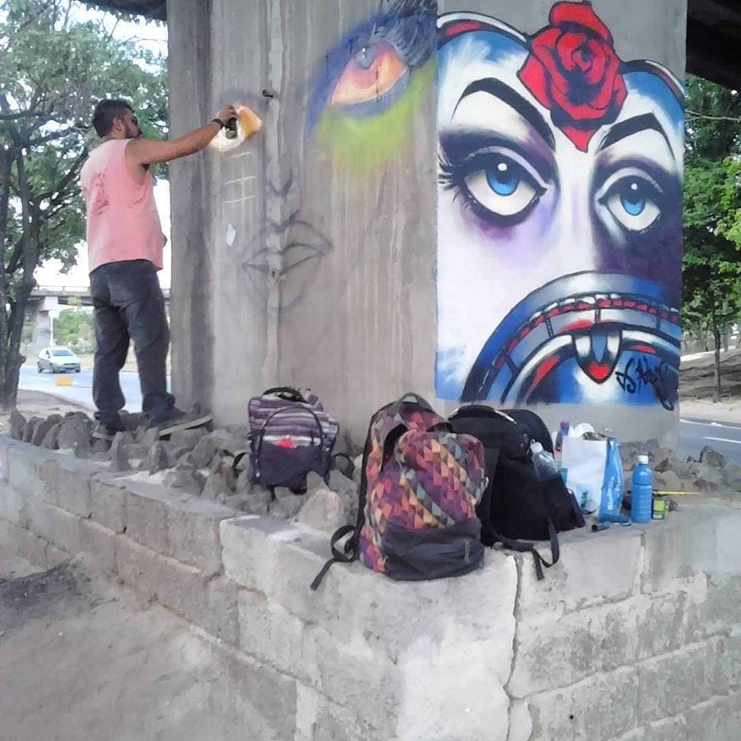 #operaçãomaisrespeito rolando agora! #spraypaint #graffiti #wallart #streetartrio #Niterói #niteroigram #artenoviaduto #arteurbana  #streetart