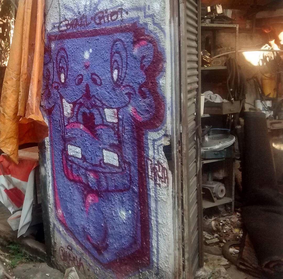 por: @nhobi_cerqueira • #rjvandal #streetartrio #streetart #graffiti #graffitiart #art #riodejaneiro #tags #tagsandthrows #throwsup #throwsupz #bombing #bomb #grafite #artist #artoftheday #arteurbana #rj #urbanart #artederua #rua #graffitiwall #sprayart #vandal #galeriaceuaberto #olheosmuros #bombingbrasil #graffitirio #art #makeart
