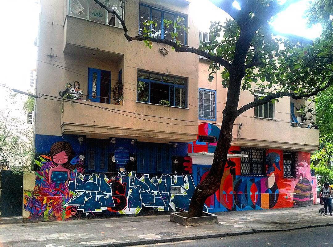 #StreetArtRio  Mural na esquina da rua Vinícius de Moraes com a rua Nascimento Silva, em Ipanema, 1/7.  Artistas no detalhe: @tozfbc (Toz), @pia_malingua (Piá), @brfbc (BR) e, na sacada, @joint_ttk (Joint). Tirada em 13/01/2016