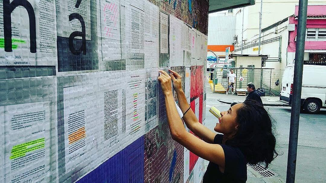Tá ficando maior! @aryana.sa na ação na #ladeiradocastro. #Paginário #Paginário #streetartrio #streetart #globalstreetart #streetarteverywhere #rio #riodejaneiro