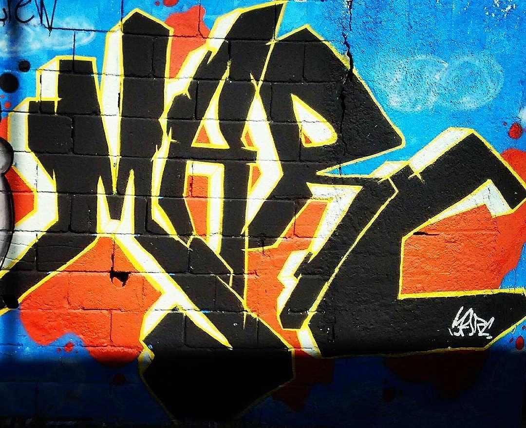 "Vamos fazer pixos tags throw ups rabiscos Esse mundo é um grande muro infinito..(8"" #boanoite #arteurbana #ruasdazn #marcgraffiti #streetartrio #graffitiigers #colors #loveletters #loveart #lovegraffiti #instagraffiti #lettering #letters #art #painting #rabiscos #mtncolors"
