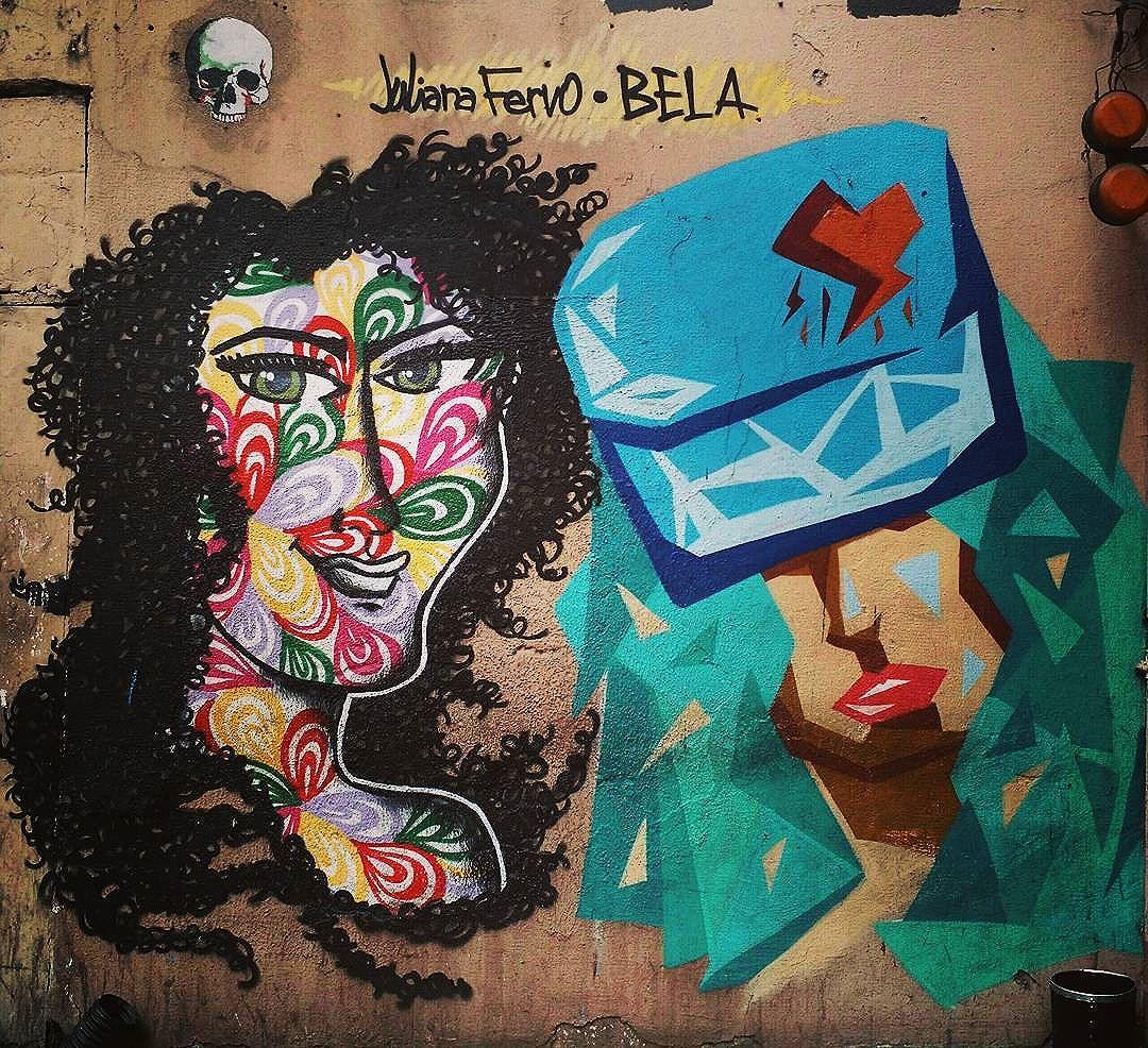 A loka da #streetart voltou! Artists: @julianafervo and @bellasrio #StreetArtRio #instagrafite #grafite #grafitti #arteurbana #urbanart #curlyhair #riodejaneiro #errejota #cariocagram
