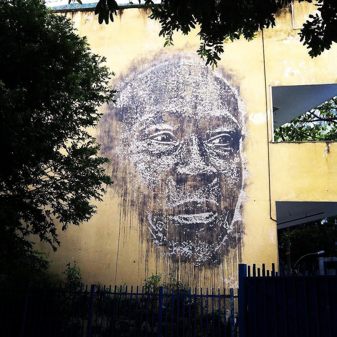 Amazing street art portrait carved in wall #streetart #streetartrio #riodejaneiro #artederuarj #portrait
