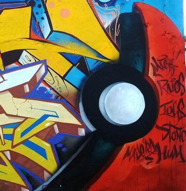 Detalhes... @iogs, eu e @rodrigomica nas tags.  #graffiti #dtone #zot #zoteam #streetart #streetartrio #pokemon #pokemonx #pokebola #letras #tags #tag #letter