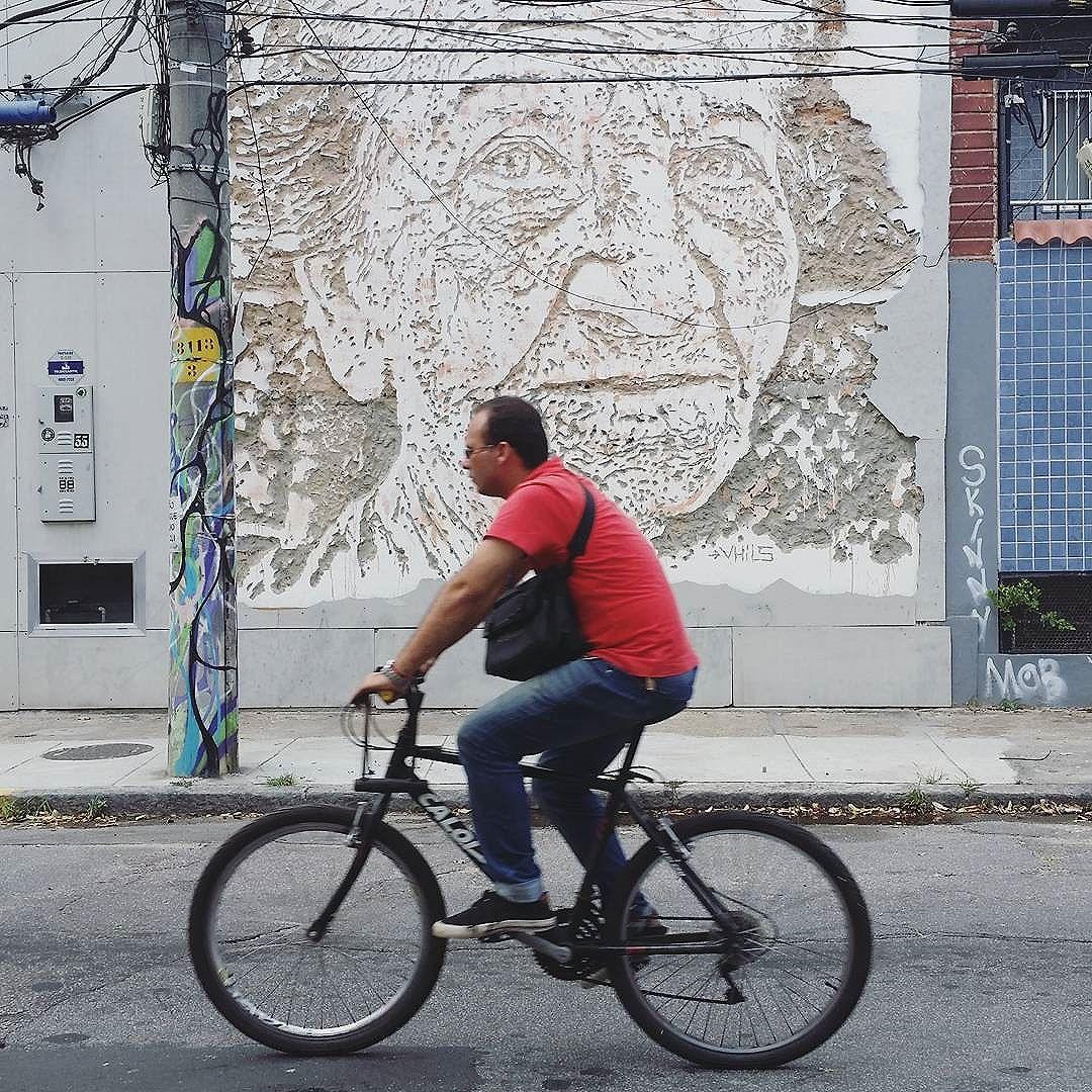 Take a Look at me Now... #riocitylife em Botafogo RJ  #streetphoto_brasil #tv_streetart  #amigersbr #fotomissao #brstreet #brarts #braznu #chiquesnourtemo #visitrio #02rio #aboutrio #riopostcard #rionaoesopraia #riostreetart #streetartrio #ig_streets #gf_brasil #jj_streetphotography #jj_streetshots #ig_riodejaneiro #ig_riodejaneiro_ #tv_streetart #brdailylife #street_perfection #street_photo_club #postcardsfromtheworld #tv_streetart