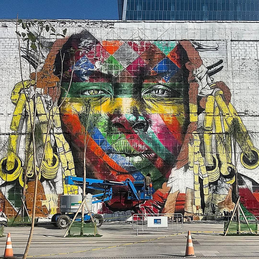 @kobrastreetart em ação  tá ficando lindo!!!! @streetart_rio #artederua #art #URBANA #arteurbana #graffiti #sprayart #riodejaneiro #instapicture #streetart #instart #love #colors #artist #streetarteverywhere #lovesart #cariocagram #carioquissima #arte #mural #streetphoto #streetartrio #visitrio #riooficial #rj #021 #cidadeolimpica #rio2016 #portomaravilha #rioartexperience