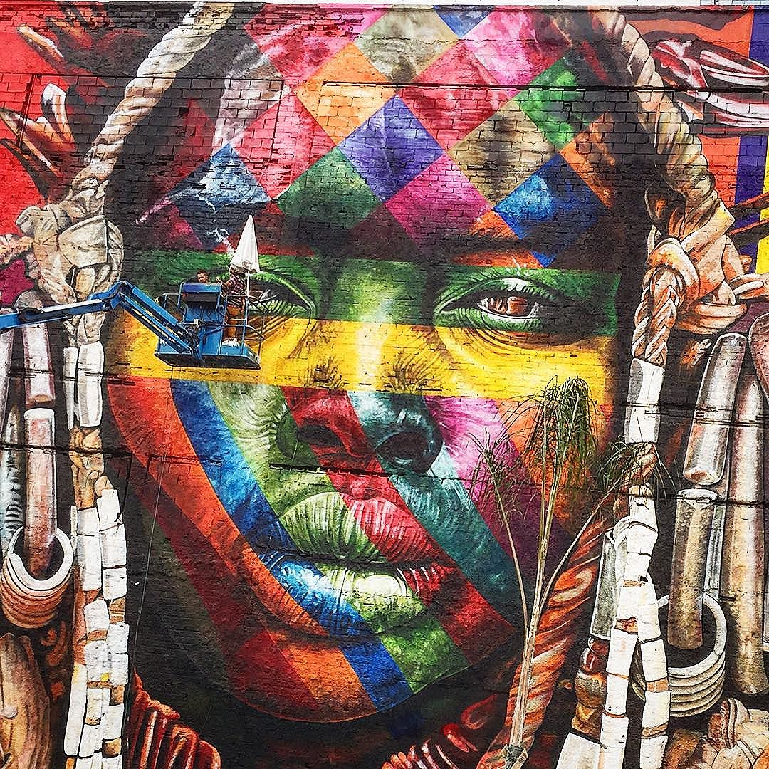 Dernier continent-œuvre de l'artiste brésilien Eduardo Kobra #Kobrastreetart #rio2016 #voyageursdumonde #streetart #kobrastreetart #africa #olympiccity #streetartrio