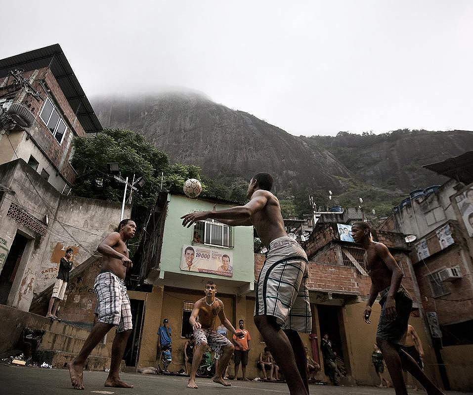 Favela Futebol Clube in training, new shirts on their way soon. #favela #footballfashion #photography #photoshoot #fashionphotography #streetphotography #streetart #streetartrio #riodejaneiro #streetfootball #beachsoccer #surf #surfing #skateboarding #ultras #casuals #casualclothing #peace #reggae #goodvibes #rio2016 #streetartlondon #brasil #saopaulo #brazil #londonfashion #brighton #graffiti #pixação #adidasoriginals