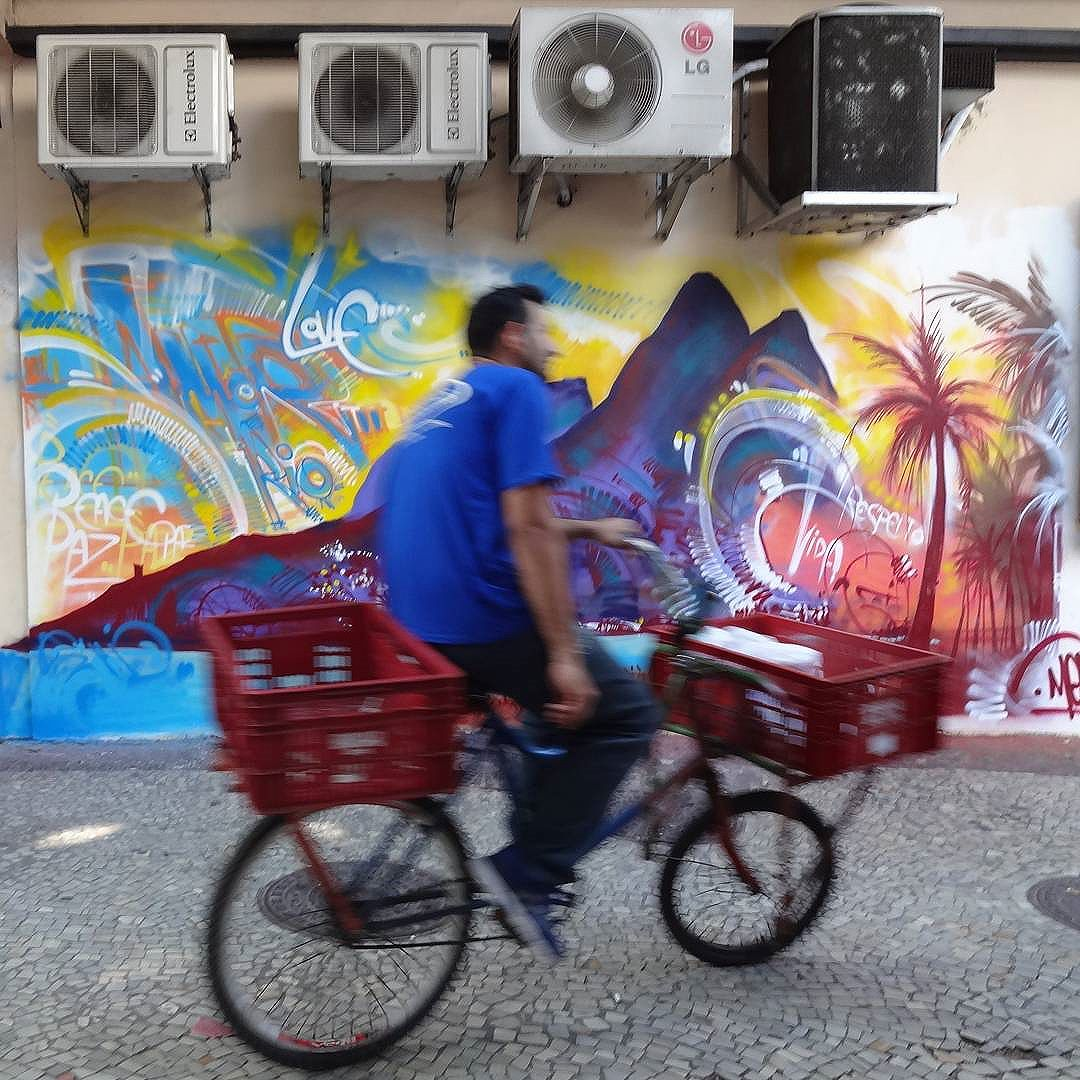 Graffiti art by @marceloment . #morrodoisirmaos #ipanema #marceloment #mentone #streetartrio #graffitiart #streetart #artederua #urbanart #arteurbana