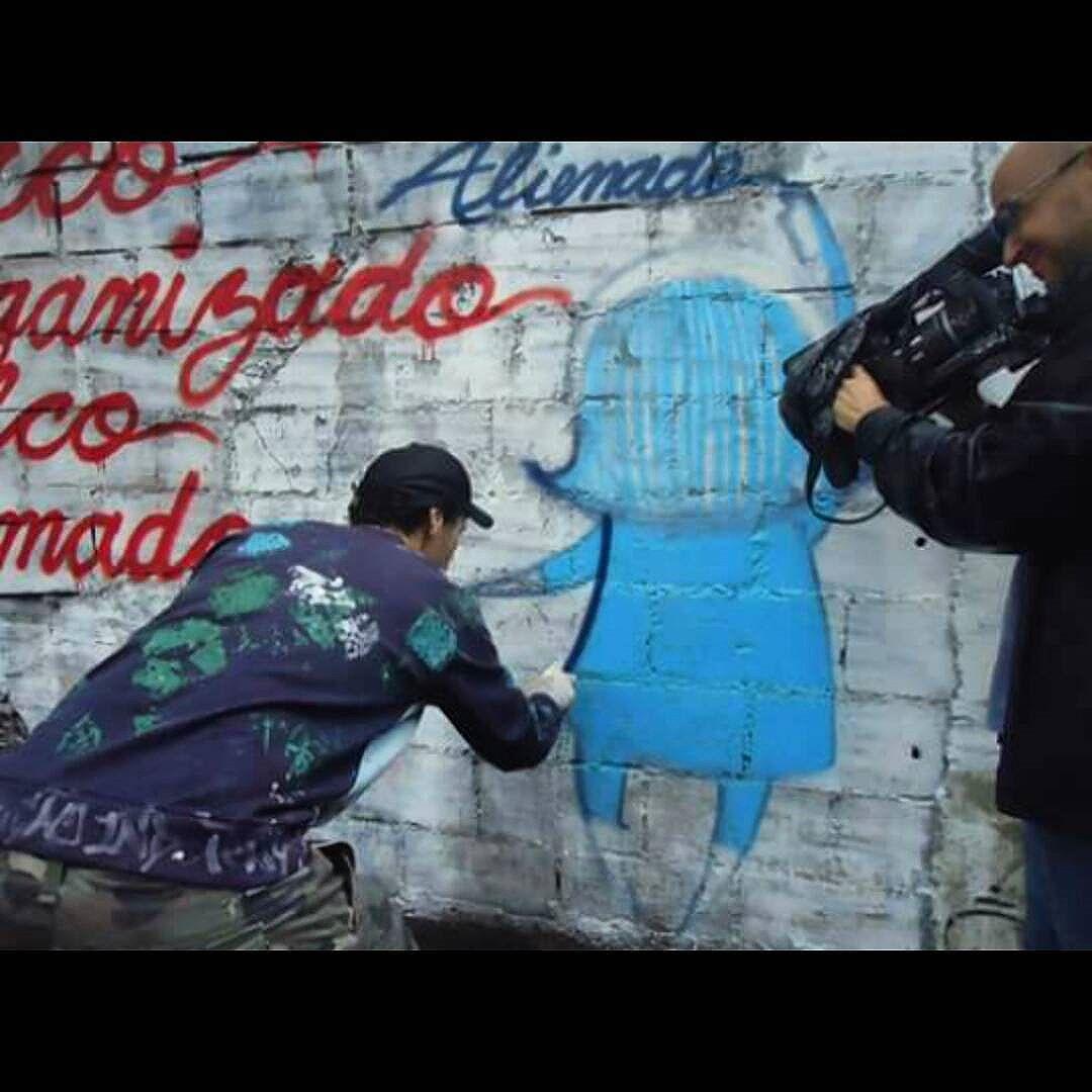 Matéria Anti Copa em 2014 Maior perrengue pra fazer esse trabalho, 3h no ônibus mas, chuva e frio e até secar a parede com.minha camisa para a tinta aderir melhor eu fiz. Foi muito satisfatório fazer essa matéria. Obrigado!  @tmcarvalhorhair e @raulgallegoabellan  #anticopa #streetartrj #streetartrio #streetartbrazil #protest #protesto #ação #vision #luta #rua #scrawl #scrau #graffiti #povoalienado #fuckcop #brasil #riodejaneiro #lapa #liberdadedeexpressão