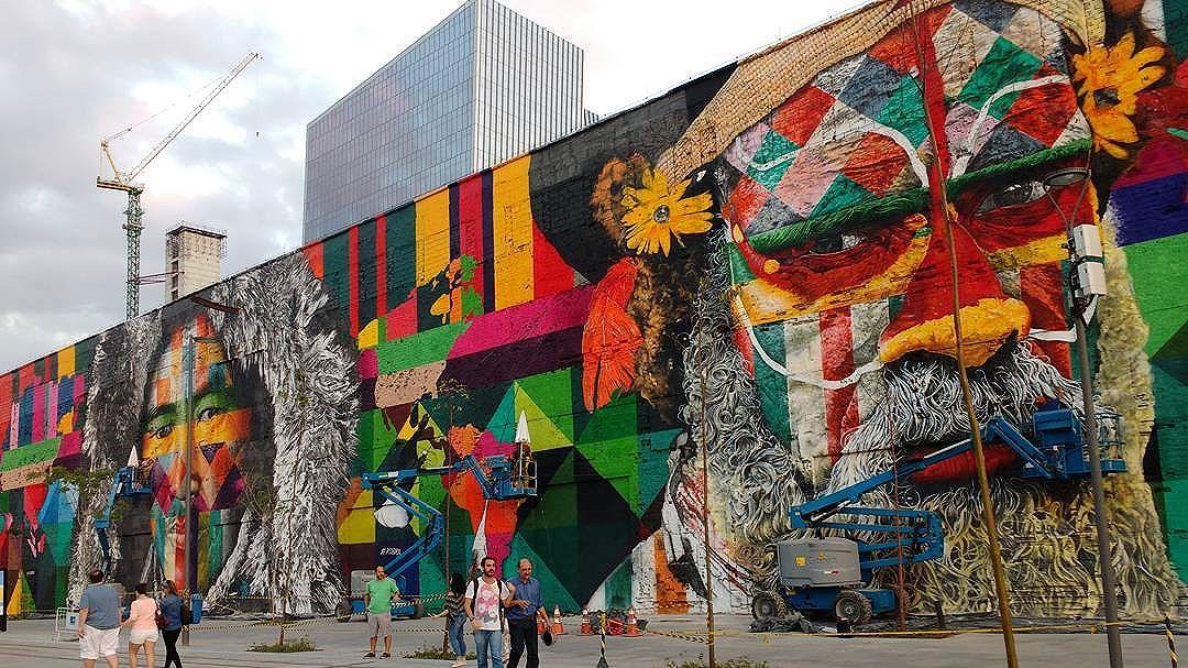 #mural #kobra #streetart #spraypaint #urbanart #riodejaneiro #streetartrio #colorful #vejario_zonaportuaria