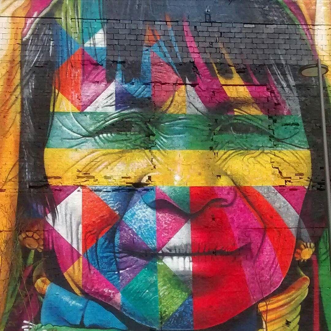 Parte do painel que está sendo feito pelo artista Eduardo Kobra e sua equipe. #portomaravilha #kobra #grafitesp #kobrastreetart #streetartrio