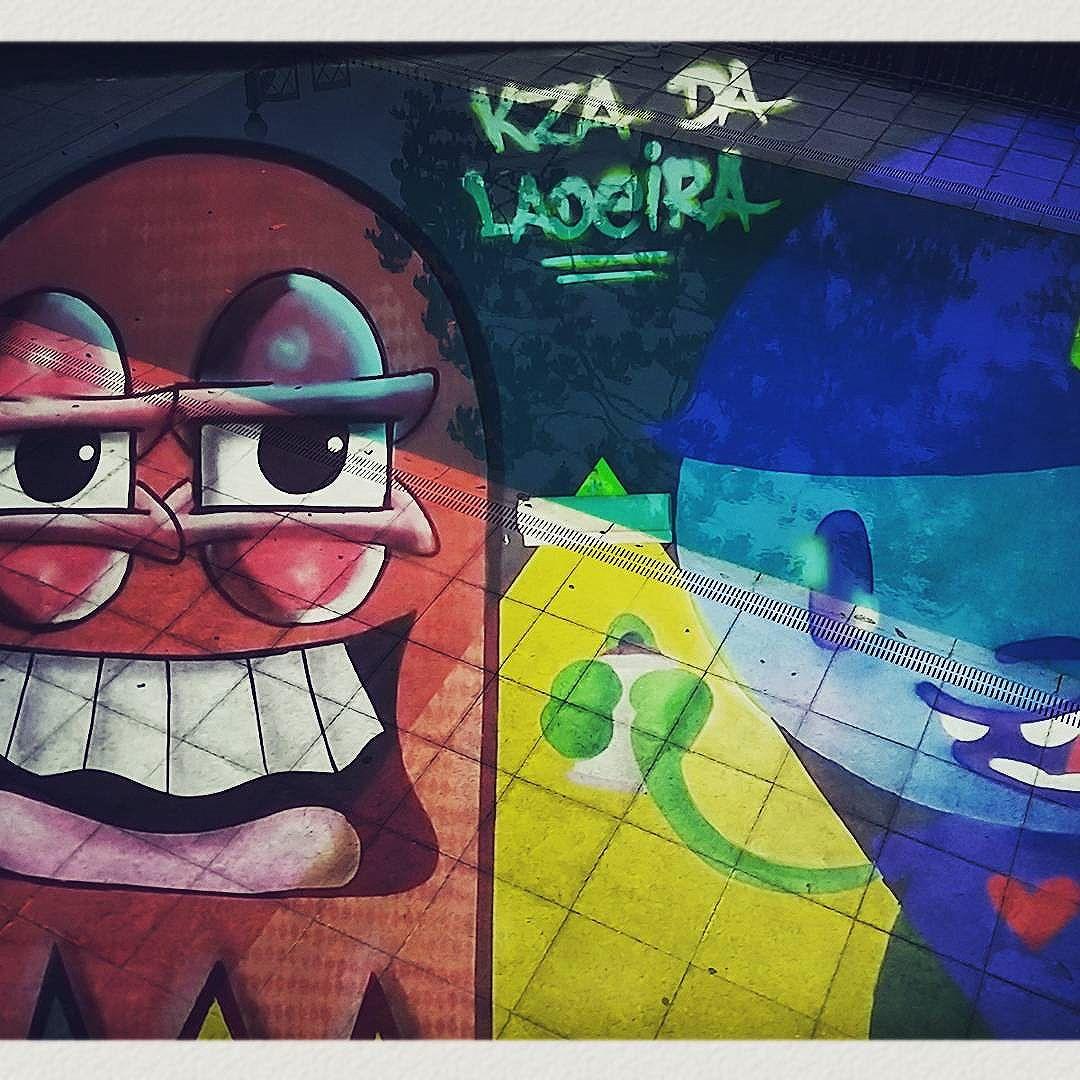 Pintura dos Artistas @castleonardo e @nadigraffiti na @kzadaladeira  Obrigado por trazerem cores e seus personagens para dentro da nossa Kza de Criação! #dianaf #doubleexposure #multipleexposure #lomography #trapacrew #streetartrio #streetart #graffiti #colours #mtn94