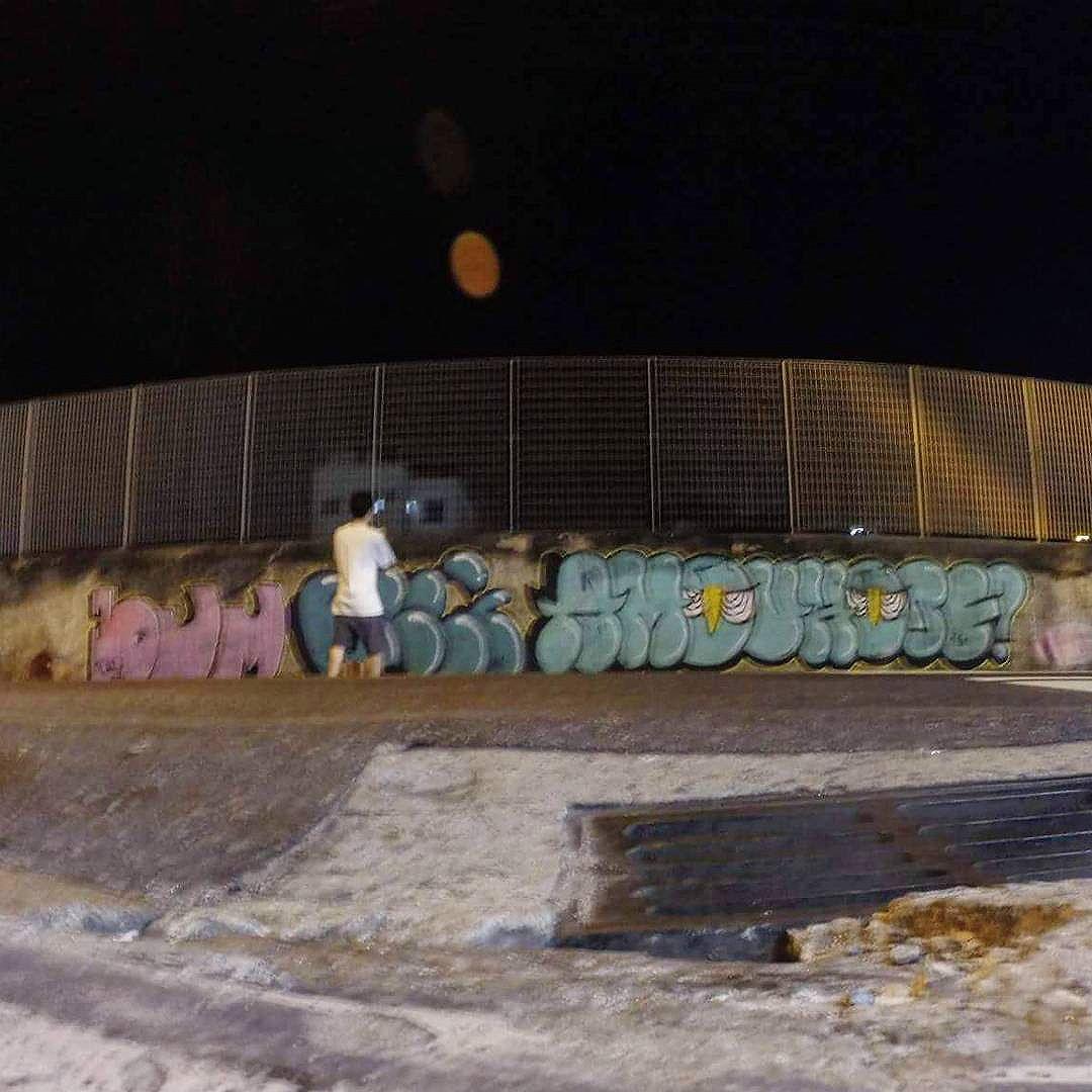 Pra fechar a tarde de rolé pela ZN #graffiti #welovebombing #noucolors #amouhoje #rjvandal #vandal #bombing #streetartrio #urbanart