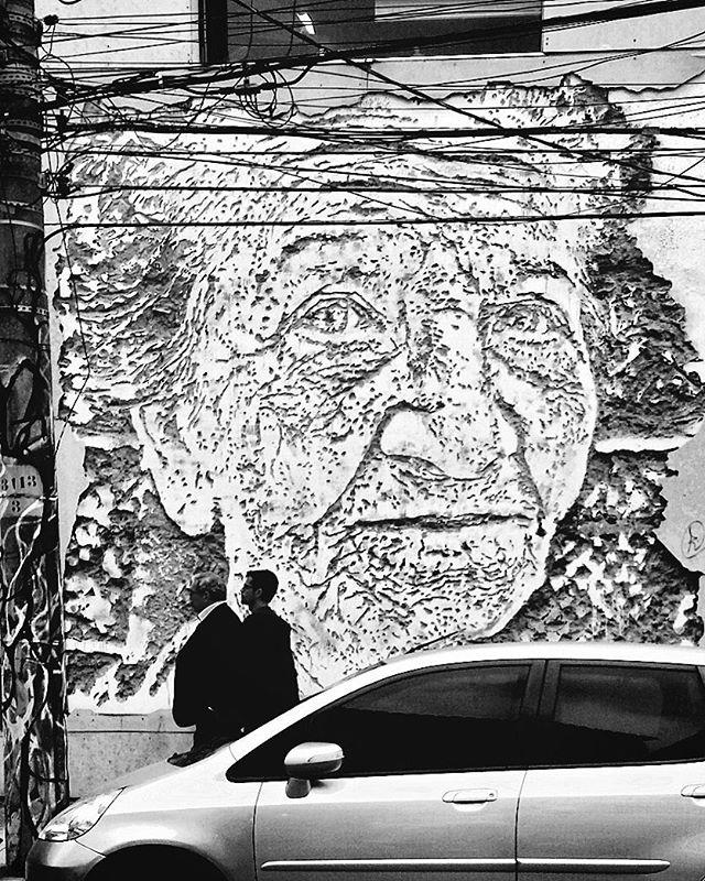 Tirada hoje em Botafogo, Rio. Alguém sabe quem é o artista? #ArteUrbanaBR  #igersbrazil #ig_brazil #graffitibrazil #streetart #graffiti #mural #стритарт #wallart #graffitiart #artederua #grafite #arteurbana #urbanart #urbanarteverywhere #streetartrio #riodejaneiro #Rio2016 #cariocagram #cariocapics #igersfollow #CaptureStreet #graffiti_clicks #graffitigers #igersbrasil #igersrio #artecallejero #brarts #brstreet #botafogo