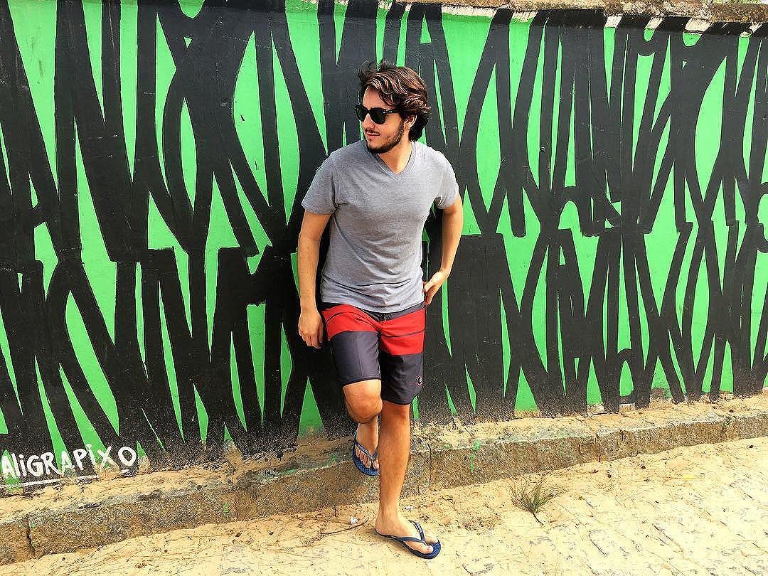 A espontaneidade de que posou para a foto #foratemer #buzios #geriba #streetartrio #grafitebrasil #brstreet #urbanwallsbr #graffiti #streetart #art #welovestreetart #urban #streetphotography #me #boy #urbanart #graffitiart #graffitiphotographer #urbanwalls #streetartshots #citystreets #jet #comosercarioca