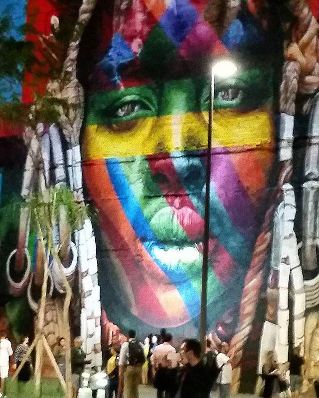 Artist: Kobra  graffiti #graffitiart #graffitiwall #streetculture #streetphotography #streetstyle #urbanart #spraypaint #graffitirio #StreetArtRio #muros #artederua #streetart #arteurbana #welovestreetart #mural #graffittigers #spraypaint #graff #wallart #olheosmuros #loves_street_art #graffitilegends #streetartofficial #streetarteverywhere #streetartistry #stickerart #urbanwalls #instagraffiti #spraycanart #graffitiporn