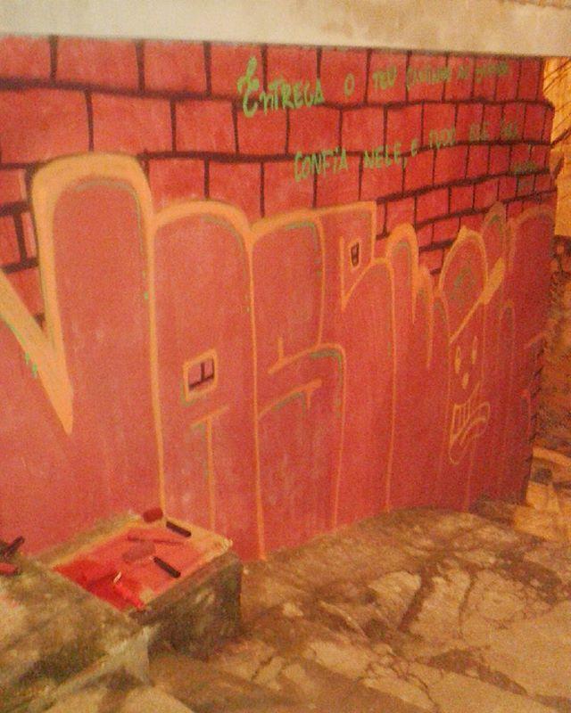 De agora diretamente  do morro dos prazeres  @gabvsls  #calvinwolf  #wolf  #vandal  #graffiti  #instagraffiti  #streetartrio  #graffitirj  #bomb  #AGRESSAOVISUALCREW  #bombing  #throwup  #tipografia  #ilustração
